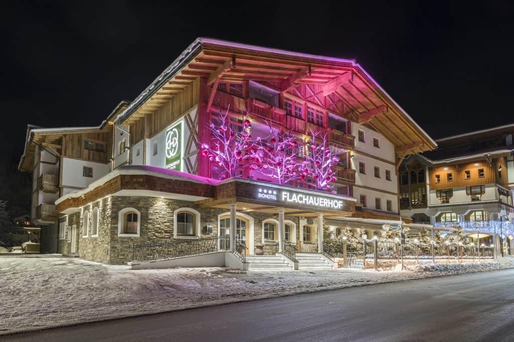 Hotel Flachauerhof bei Nacht